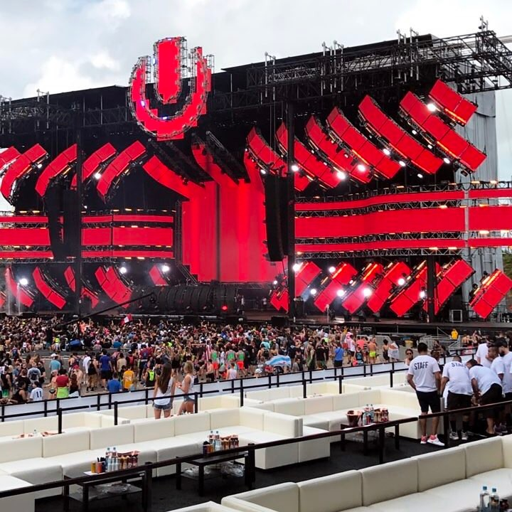 Crowd and theater show from the Ultra Music Festival 2017